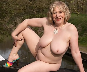 Free Moms Saggy Tits Porn Pictures