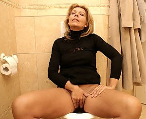 Free Moms Toilet Porn Pictures