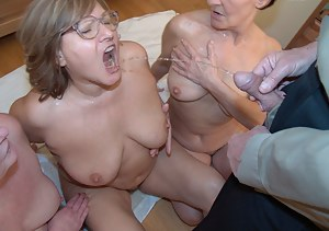 Free Moms Pissing Porn Pictures