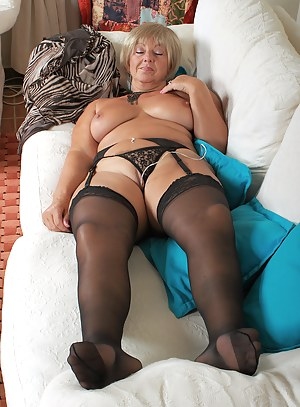 Free Moms Sleeping Porn Pictures