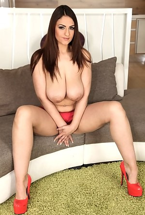 Free Big Boobs Moms Porn Pictures