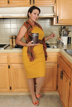 Free Moms Housewife Porn Pictures
