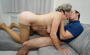 Free Moms Kissing Porn Pictures