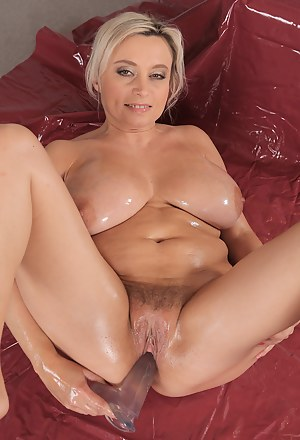 Free Oiled Moms Porn Pictures